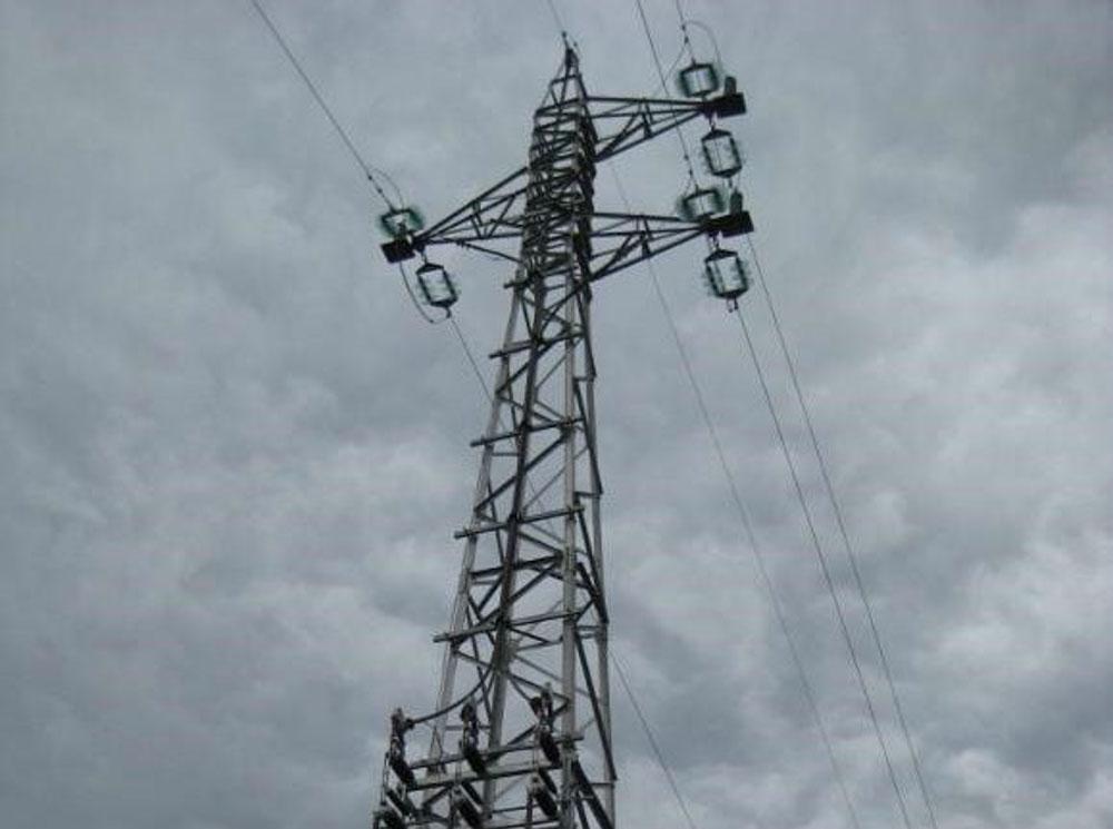 Pylone electriques installes en Afrique au Rwanda